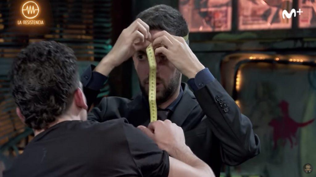Tras las medidas de Jaime Lorente, llegaron las de David Broncano: se midió el diámetro craneal