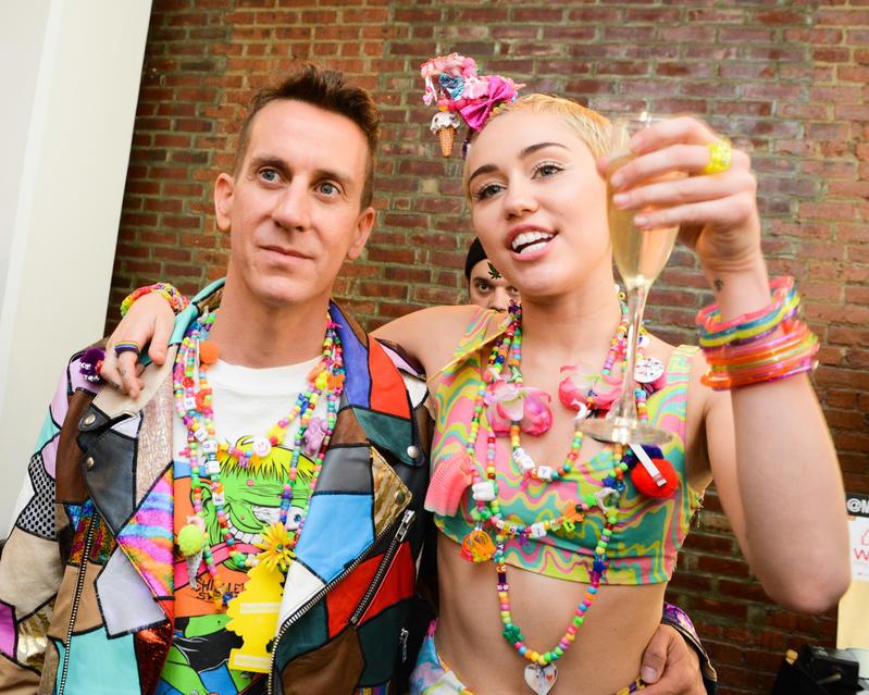 Miley Cyrus y Jeremy Scott.
