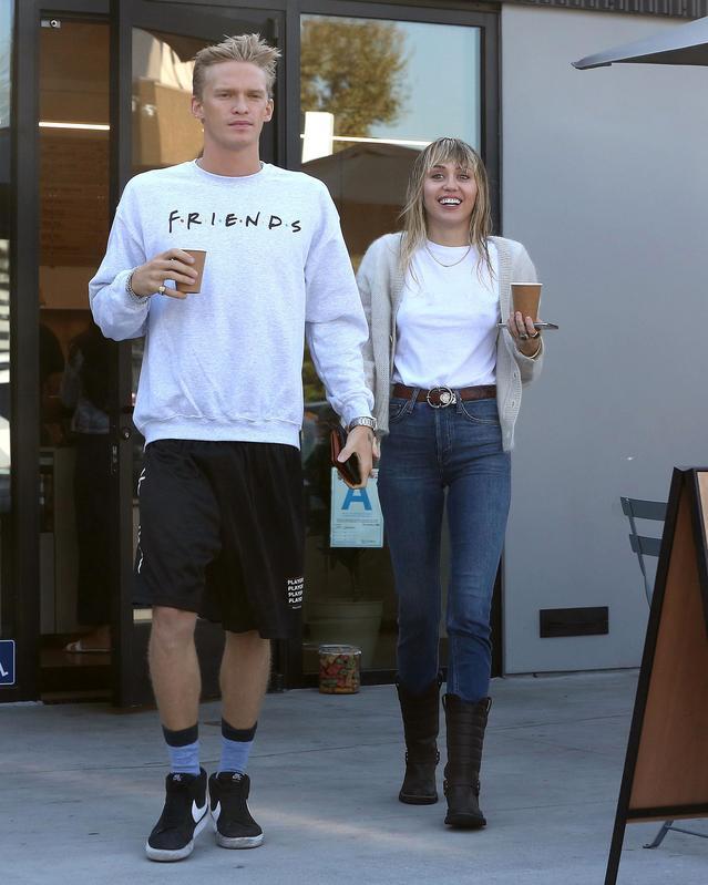 Miley Cyrus y Cody Simpson.