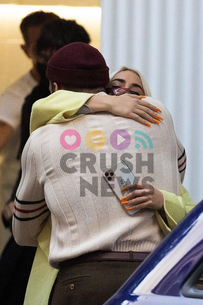 Lali Esposito tiene nuevo novio español y abraza a Miguel Angel Silvestre