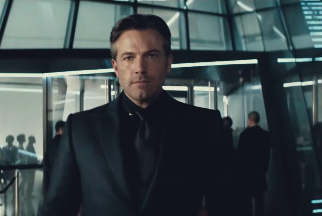 Ben Affleck caracterizado como Bruce Wayne, pierde en este aspecto el duelo Robert Pattinson vs Ben Affleck