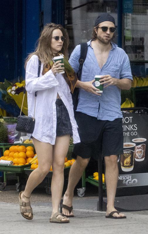 Suki Waterhouse y Robert Pattinson