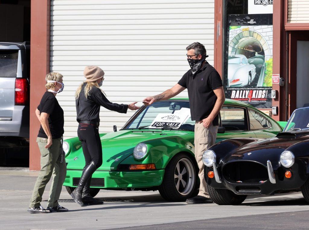 Ellen DeGeneres, Portia de Rossi y el vendedor del coche