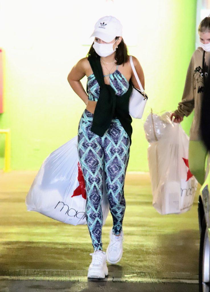 Vanessa Hudgens de compras en Beverly Hills.