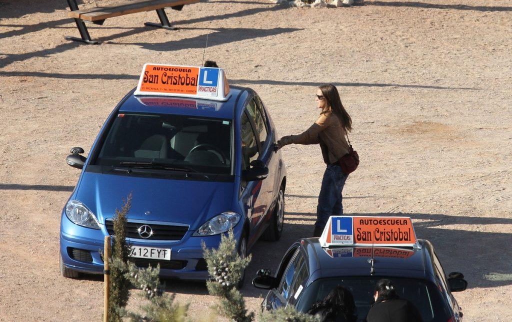 Ana Fernández, en la autoescuela de los famosos.