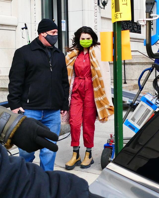 Selena Gomez llega al set de rodaje.