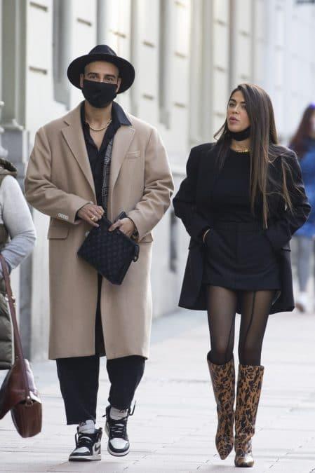 La ropa de Violeta Mangriñán y Fabio de paseo por Madrid.