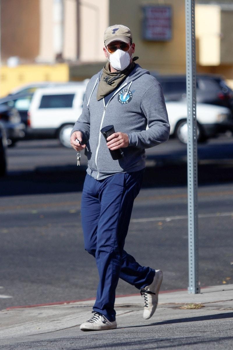 Jon Hamm de paseo por Los Ángeles