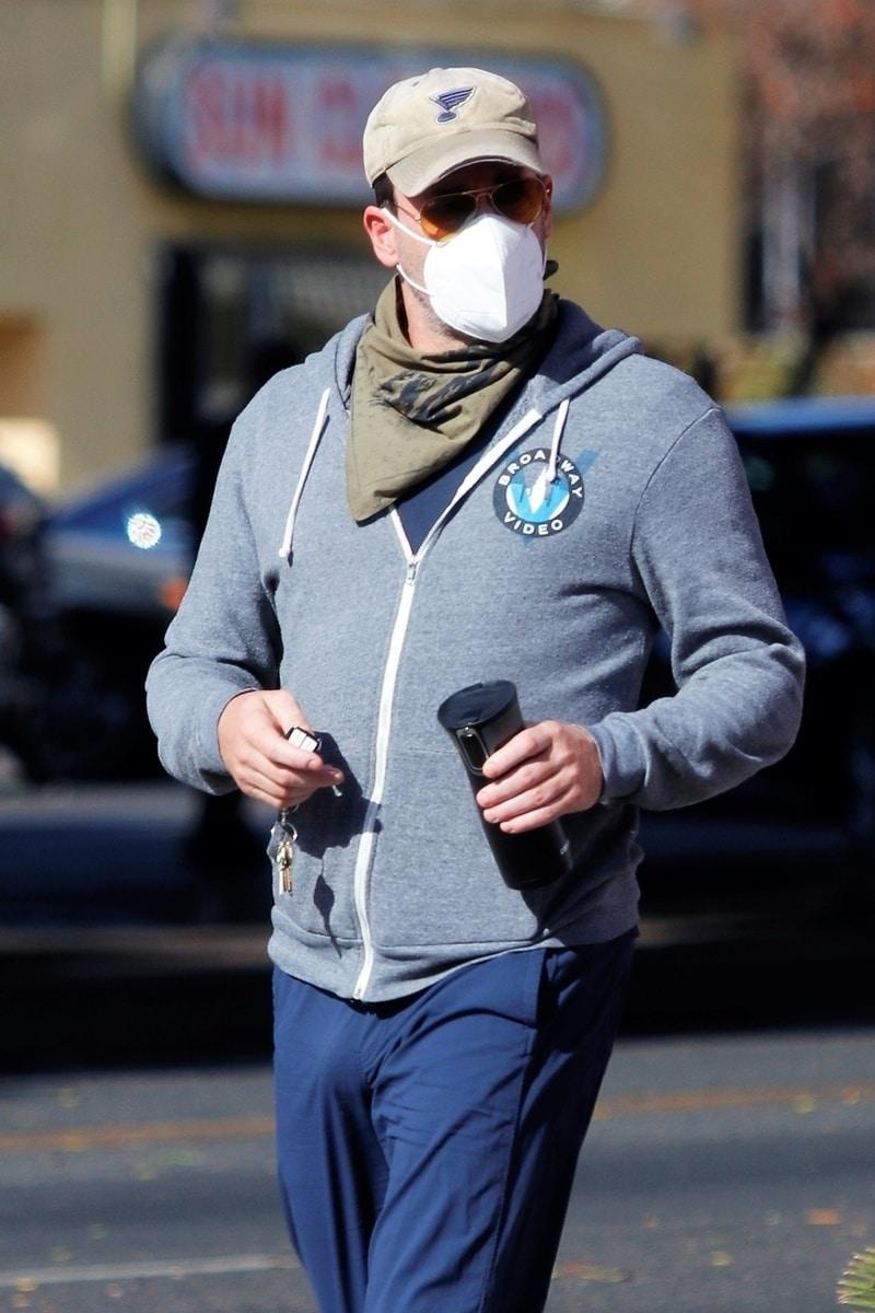 El pantalón de Jon Hamm revela que no parece llevar calzoncillo