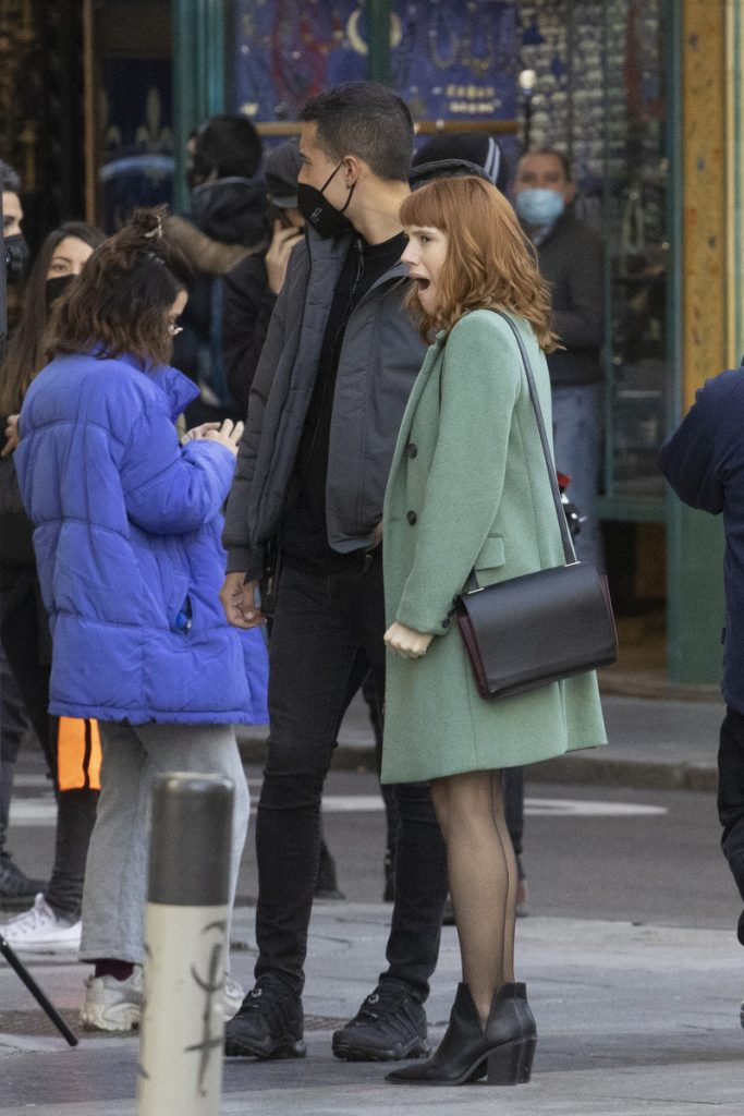 Diana Gómez no puede evitar los bostezos en el rodaje de Valeria