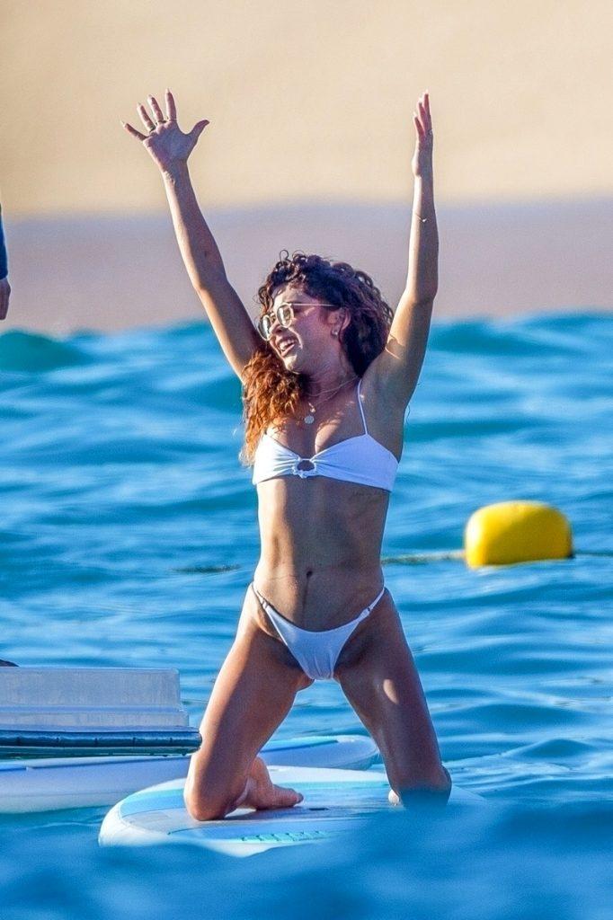 Sarah Hyland en bikini