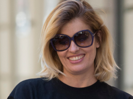 Adriana Abenia cuenta en Twitter como le robaron el iPhone en un centro de salud