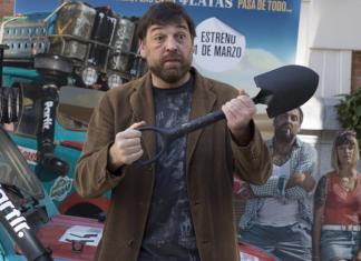 Álvaro Morte celebra premio Forqué de Hovik Keuchkerian