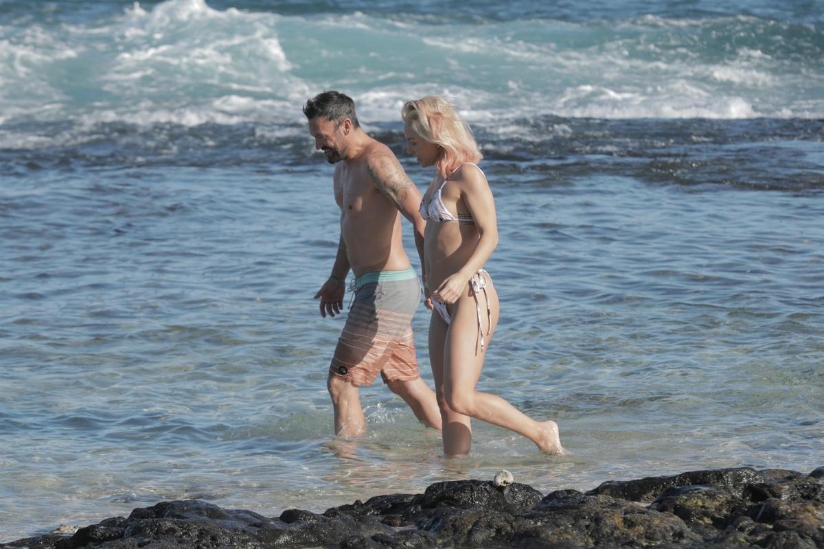 Brian Austin Green y su nueva novia, Sharna Burgess, en Hawái