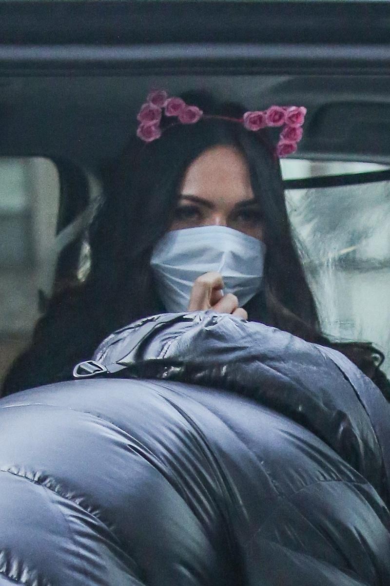 Megan Fox con diadema de orejas.