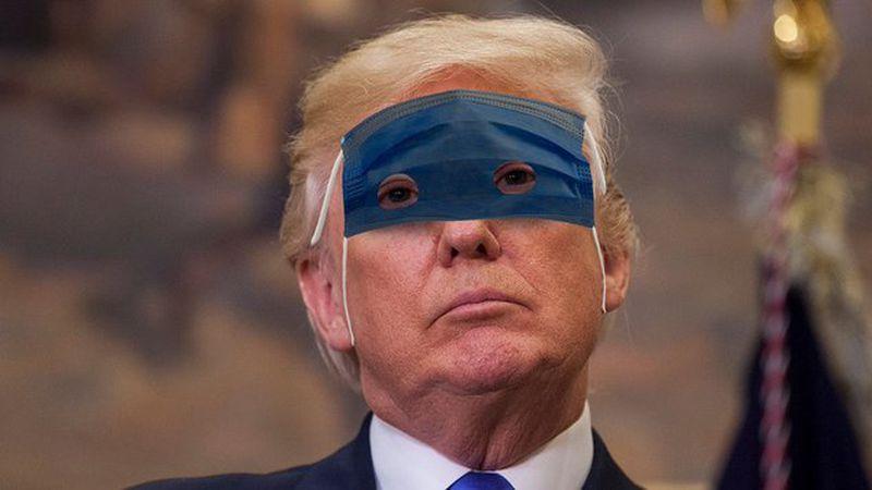 Meme de trump con la mascarilla mal puesta