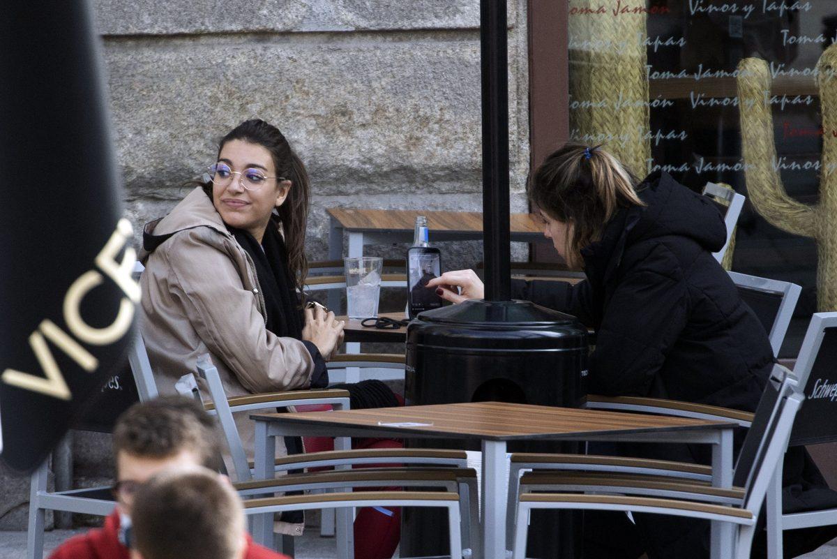 Ana Guerra con una amiga.