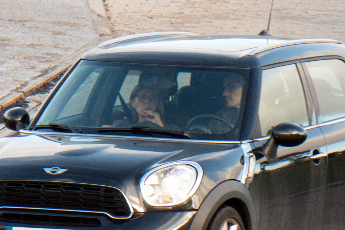 Iker Casillas y la madre de Sara Carbonero llegan al hospital.