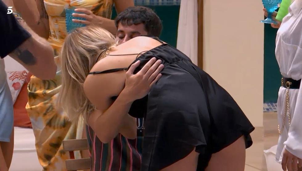 Jennifer se besa con Diego