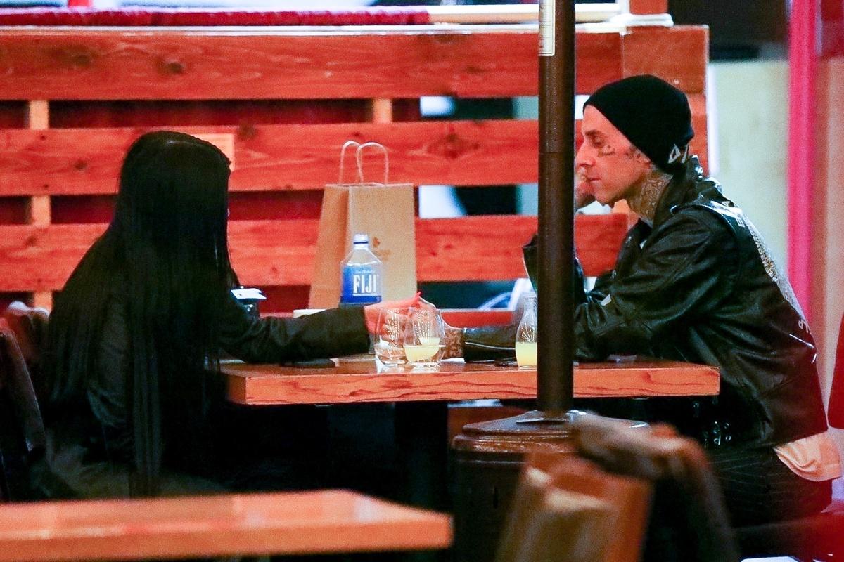Kourtney Kardashian y su nuevo novio, Travis Barker.