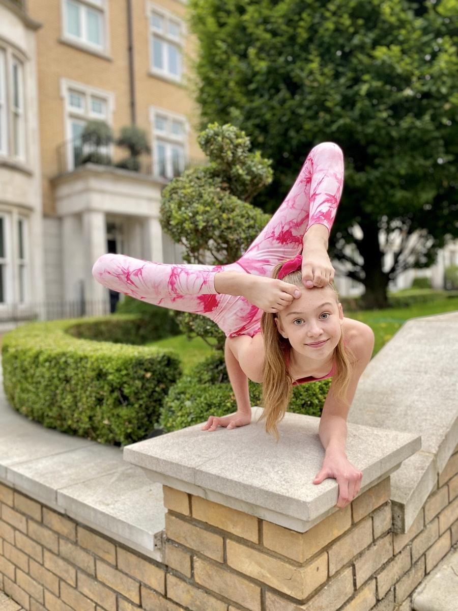 Roxy Kobyliukh la niña contorsionista que parece no tener huesos