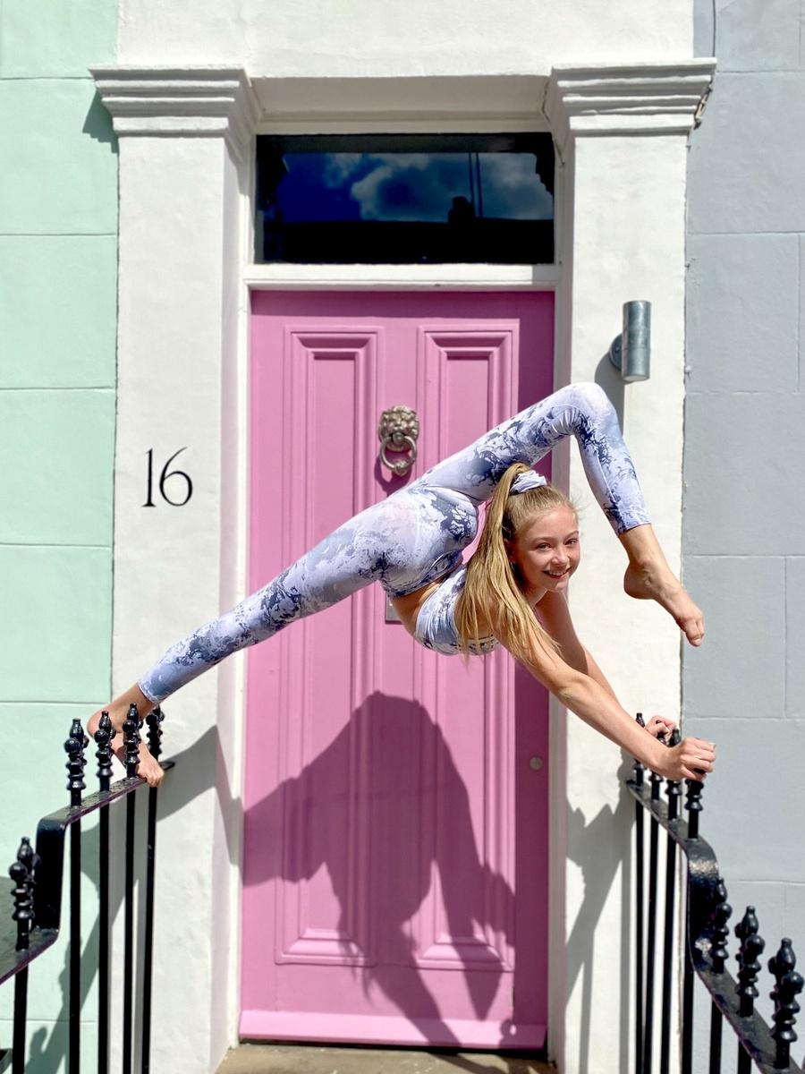 Roxy Kobyliukh la niña más flexible del mundo