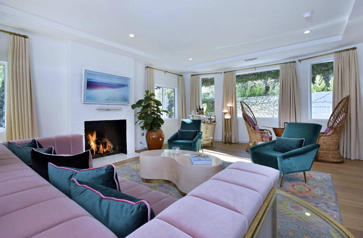 Sala de estar de la casa de Cara y Poppy Delevingne en venta por 3,75 millones