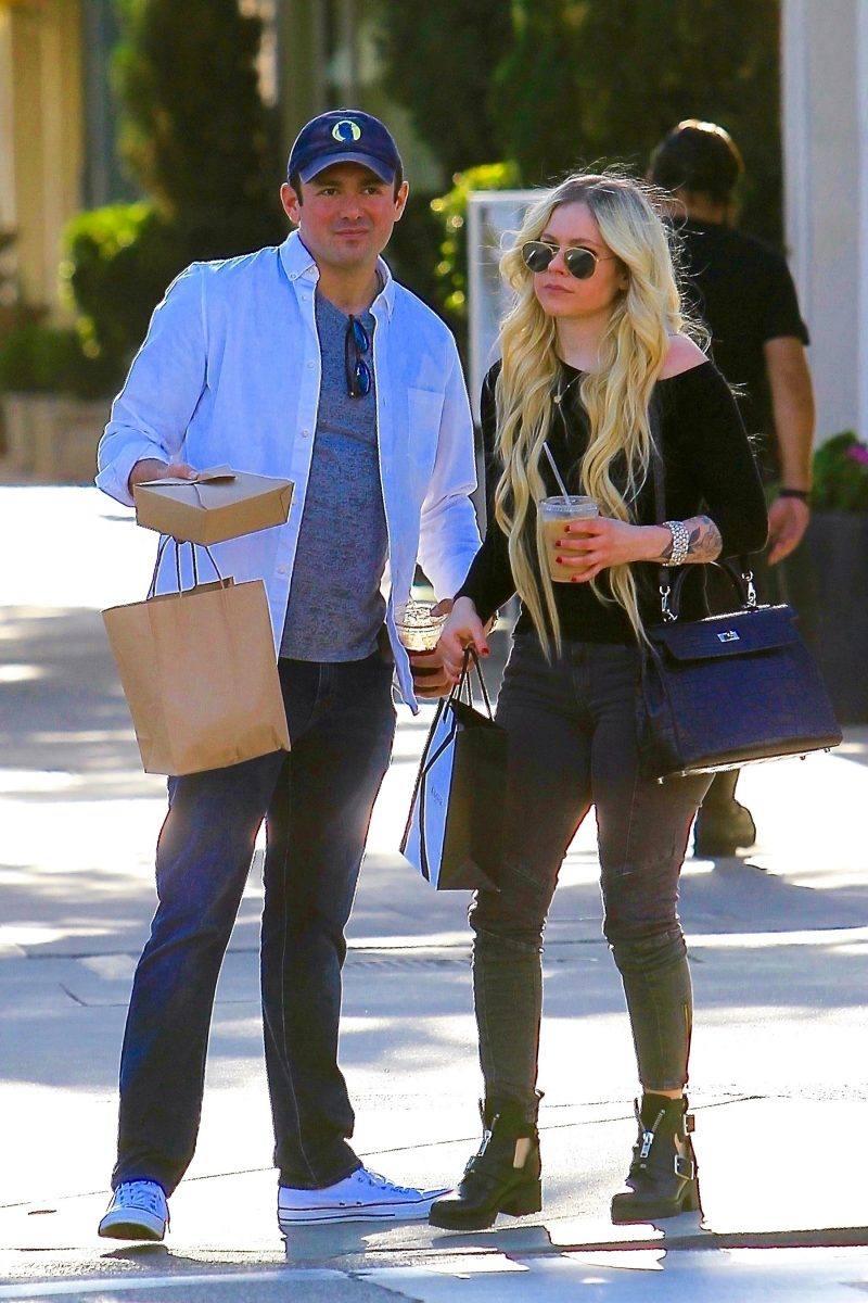 Avril Lavigne tiene nuevo amor