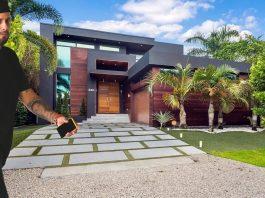 Nicky Jam en la puerta de su casa de Miami