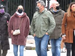 El postureo de Cristina Pedroche en su paseo con Micky Nadal.
