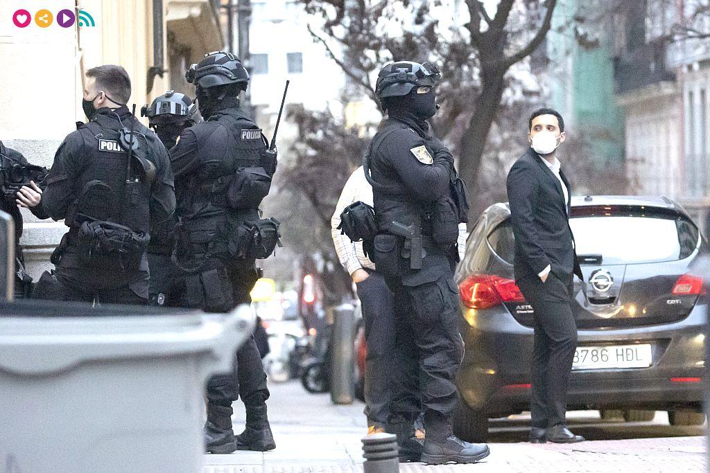 Policías de asalto en el rodaje del último capítulo de La casa de papel