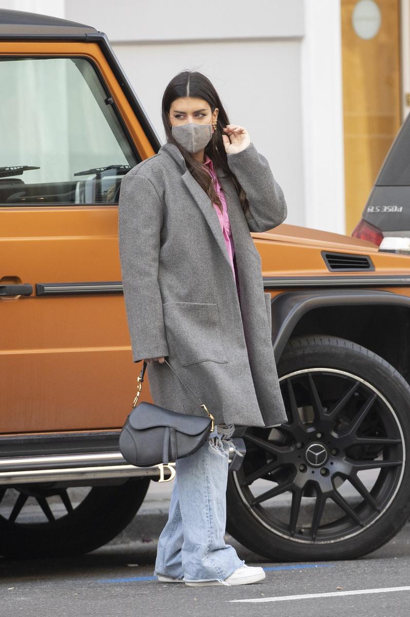 Dulceida con bolso de Dior.