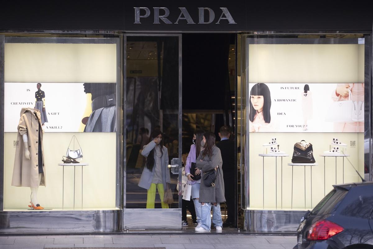 Dulceida, Alba y Madame de Rosa en Prada.