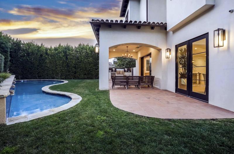 Piscina y exteriores de la mansión de Serena Williams en venta