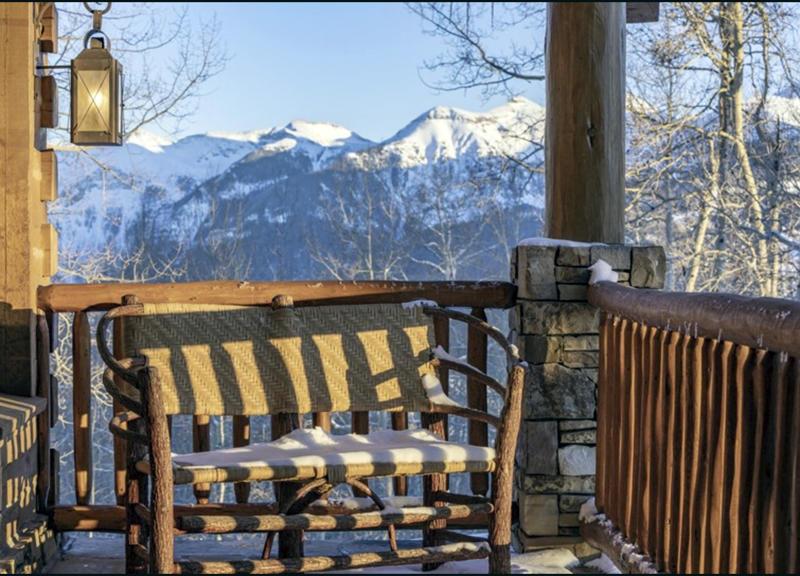 imágenes de la terraza del rancho de Tom Cruise en Colorado