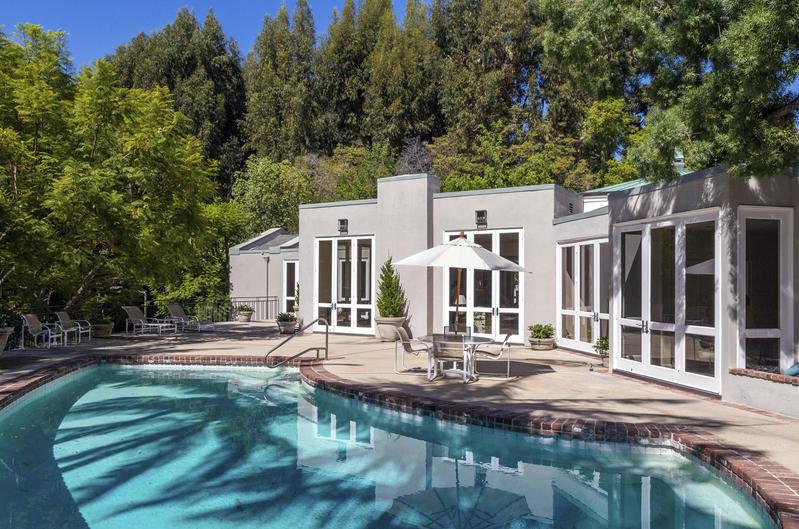 Lily Collins vendió mansión de lujo en Beverly Hills en 13 millones