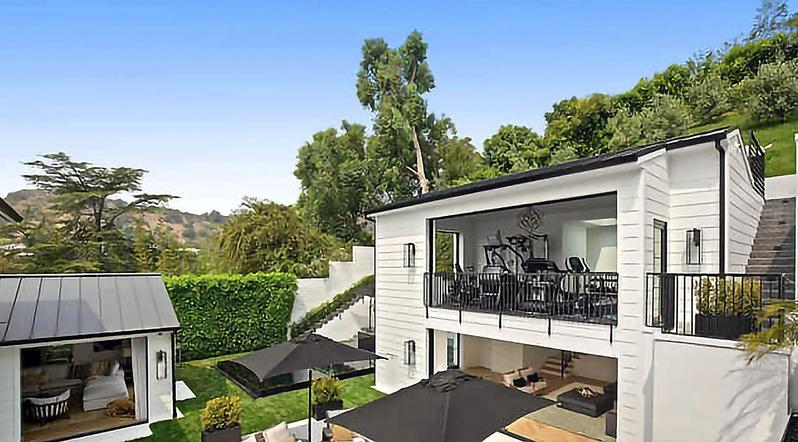 Rihanna compra mansión rodeada de setos en Beverly Hills por 13,8 millones