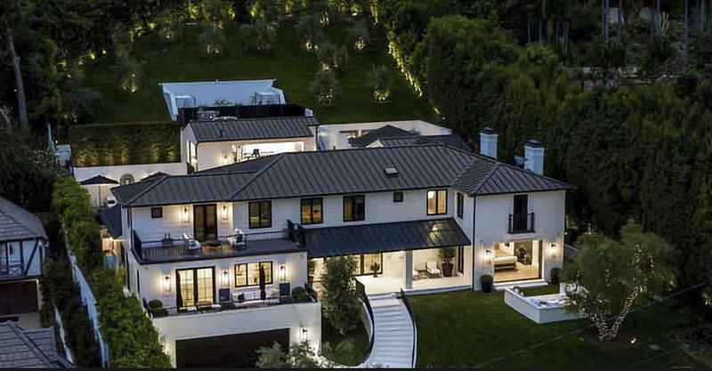 Rihanna compra mansión rodeada de setos por ,13,8 millones