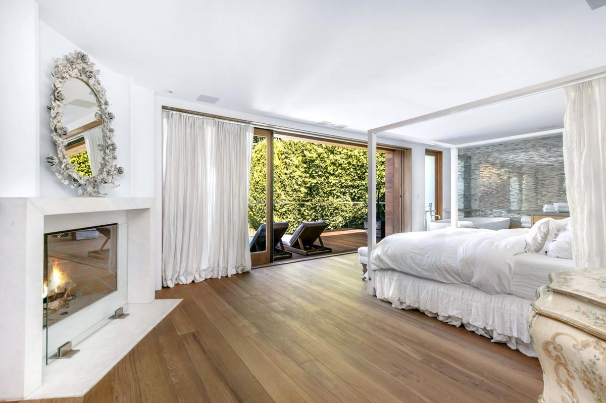 Una de las habitaciones de la casa que vende Pamela Anderson