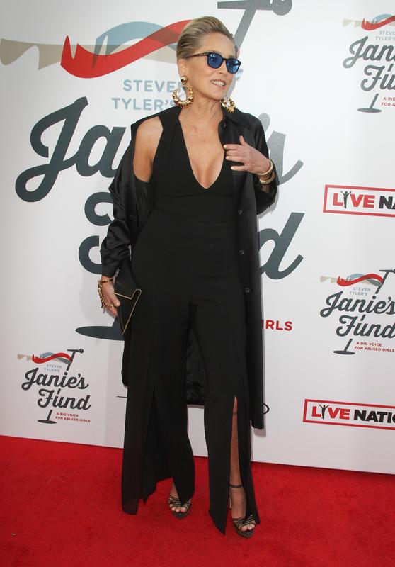 El pecho retocado de Sharon Stone.