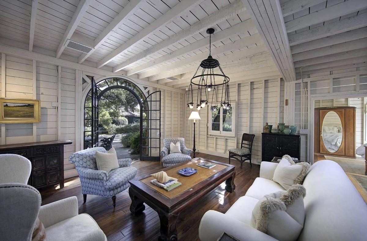 Salón de la nueva mansión de Adam Levine,