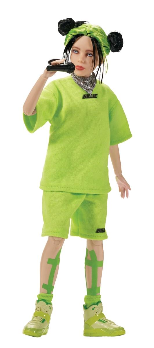 Muñeca de Billie Eilish vestida de verde