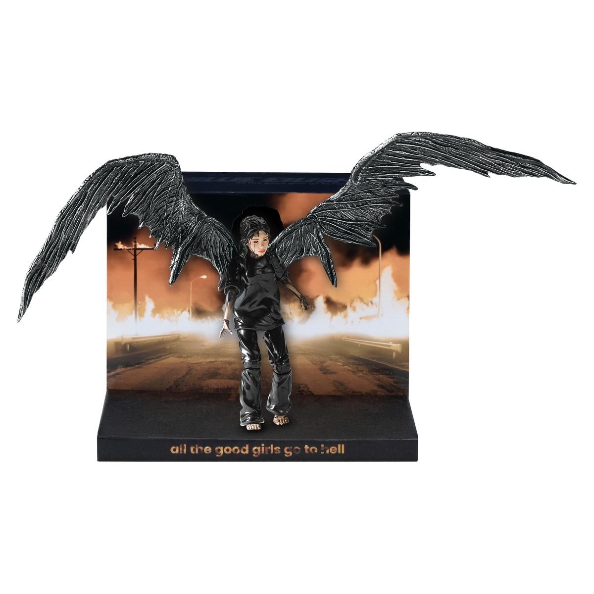 Muñeca de Billie Eilish con alas y en negro