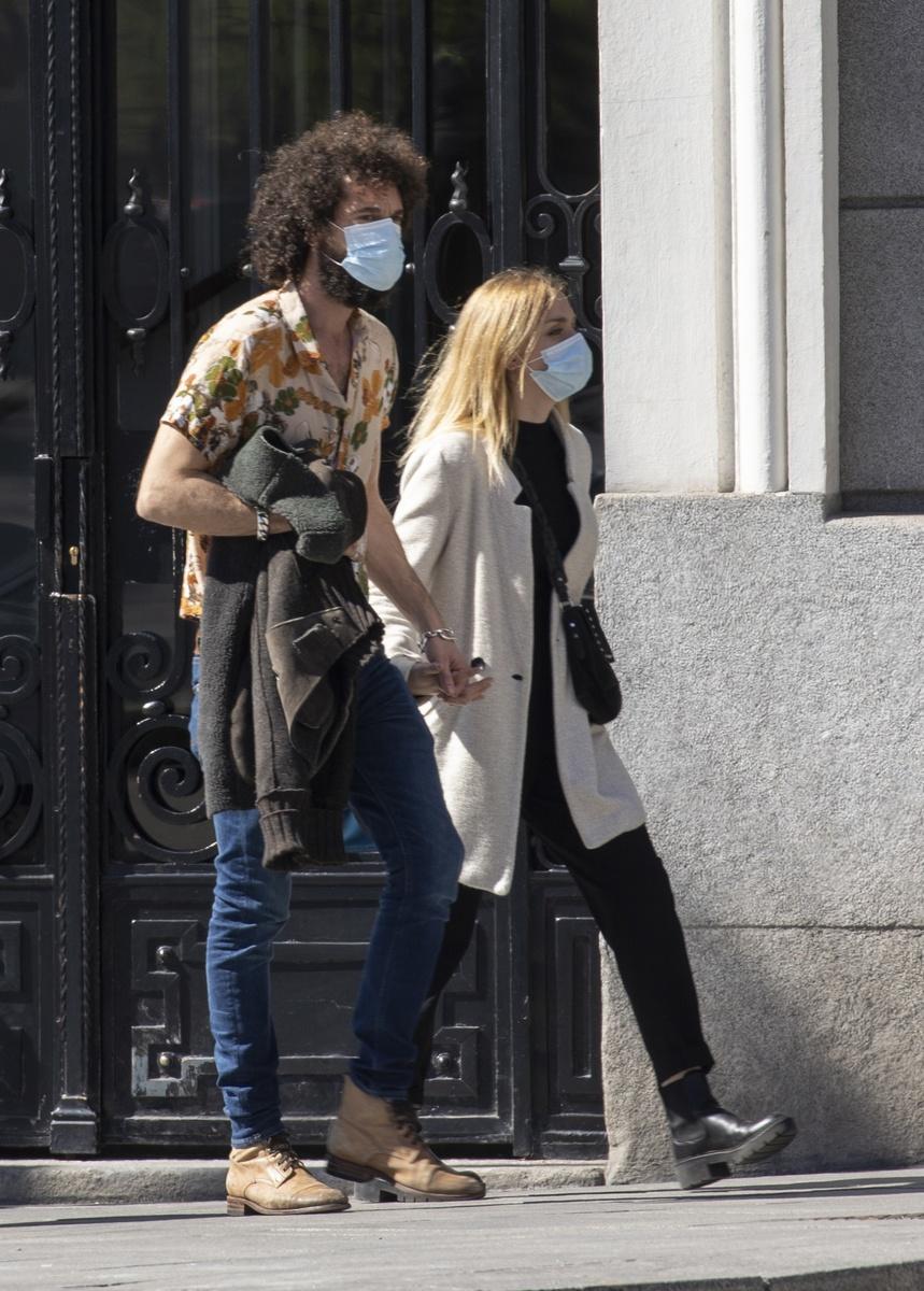 Juan y Laura paseando por Madrid
