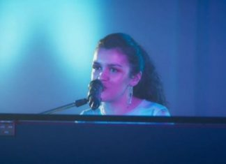 Amaia canta Cuando zarpa el Amor de Camela versionada en piano y arrasa