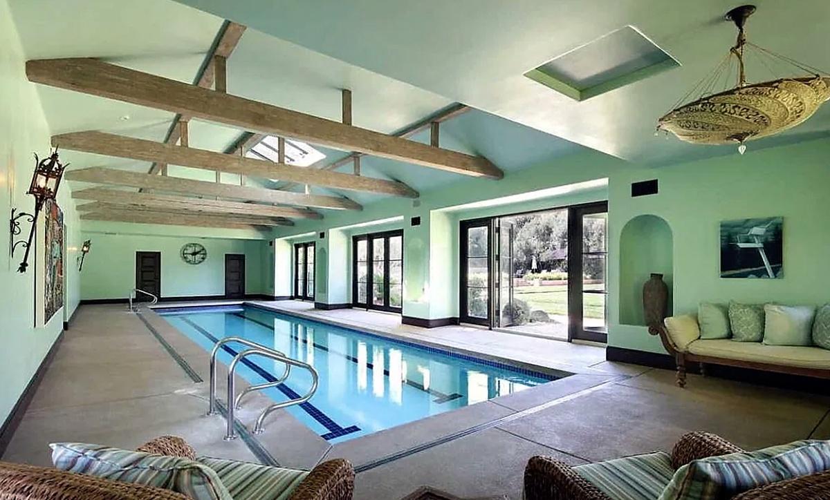 Dwayne Johnson The Rock compra mansión en Beverly Hills con piscina cubierta y al aire libre