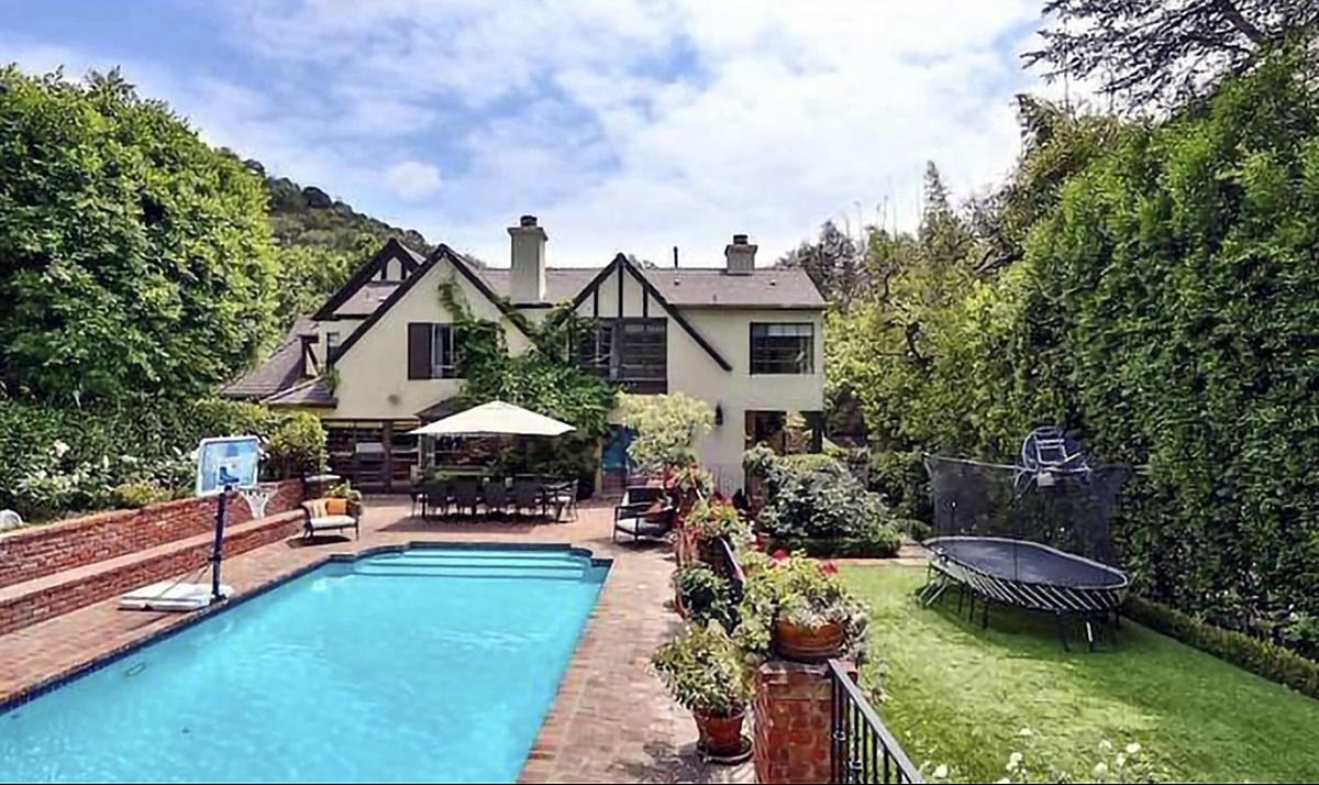 Rihanna compra otra mansión al lado de su anterior compra en Beverly Hills