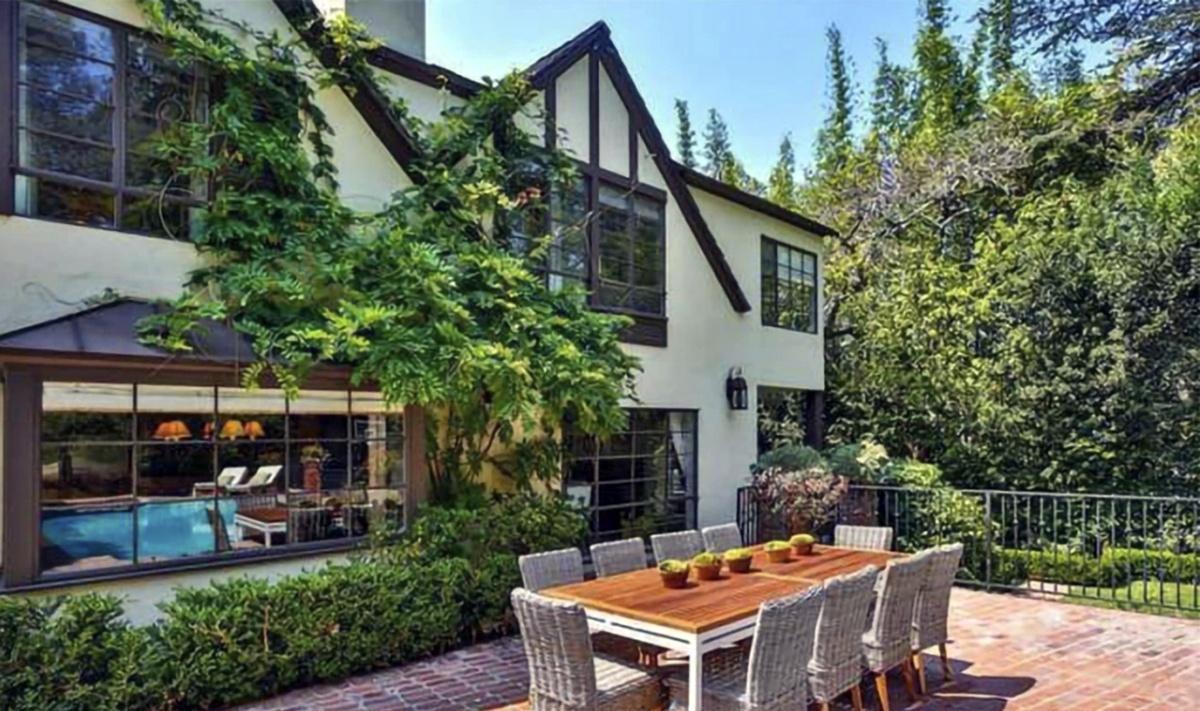 Rihanna compra otra mansión en Beverly Hills por 10 millones de dólares