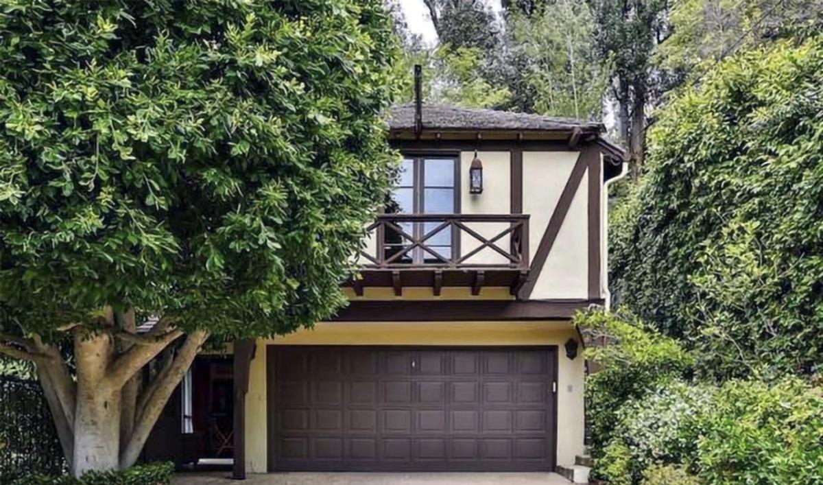 Rihanna compró otra mansión con casa de huéspedes sobre el garaje