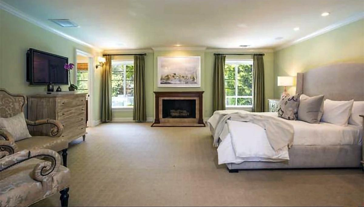Rihanna no quiere vecinos y compra otra mansión en Beverly Hills al lado de su última compra